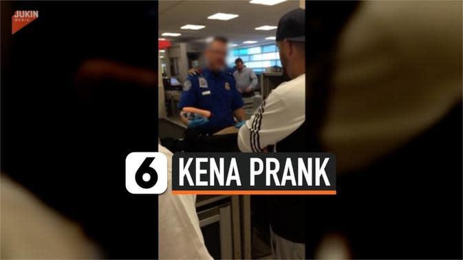 VIDEO: Petugas Bandara Temukan Dildo dalam Tas, Ternyata Prank