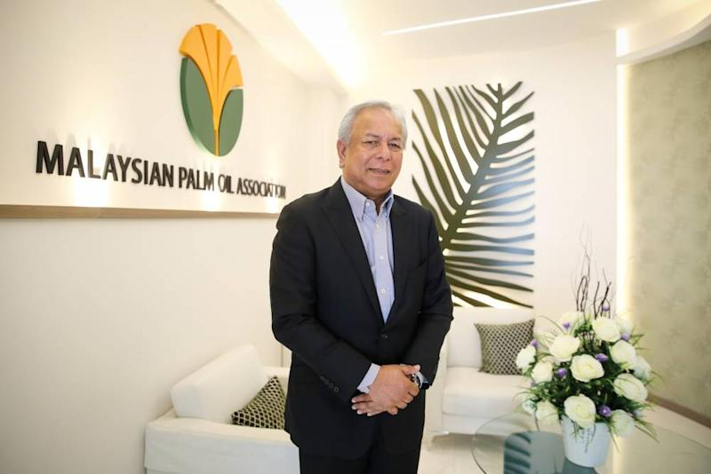 Malaysia Palm Oil Association (MPOA) chief executive Datuk Nageeb Wahab speaks to Malay Mail during an interview in Shah Alam. ― Picture by Yusof Mat Isa