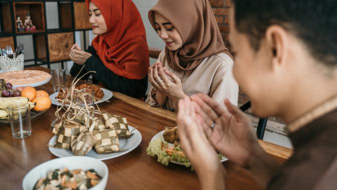 Ilustrasi Melaksanakan Ibadah Puasa Tasua Credit: shutterstock.com