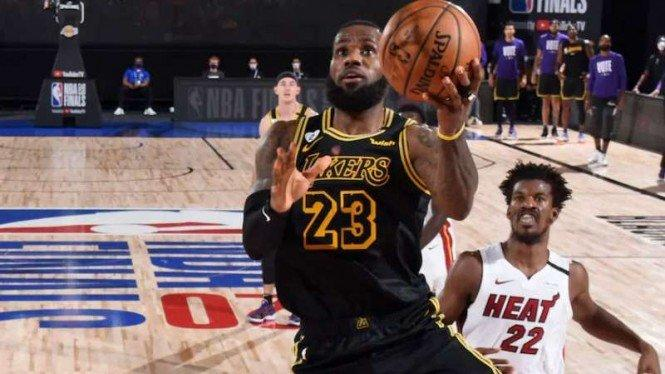 Jimmy Butler Permalukan LeBron James, Heat Tunda Pesta Juara Lakers