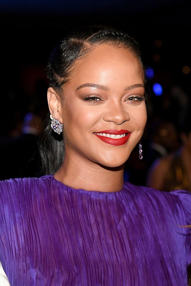 """<p>This is not a drill: <a href=""""https://go.redirectingat.com?id=74968X1596630&url=https%3A%2F%2Fwww.fentybeauty.com%2F&sref=https%3A%2F%2Fwww.elle.com%2Fbeauty%2Fg34398114%2Ffenty-beauty-sale-october-2020%2F"""" target=""""_blank"""">Fenty Beauty</a>—yes, the Fenty Beauty owned by our queen, Rihanna—is having a huge sale on a bunch of makeup. Now through October 19, you can score <strong>25 percent off</strong> the brand's bestselling foundation, mascara, eyeliner, and more during its friends and family sale, plus receive an <strong>extra 10 percent off</strong> with the promo code <strong>""""EXTRA10."""" </strong>Whether you want to give yourself a healthy glow for your Zoom call or refresh your products in time for your next socially-distanced outing, now's a great time to do so. Plus, Fenty rarely slashes the prices of its popular products, so you might as well treat yourself. Take a look at these 10 standout options from <a href=""""https://go.redirectingat.com?id=74968X1596630&url=https%3A%2F%2Fwww.fentybeauty.com%2F&sref=https%3A%2F%2Fwww.elle.com%2Fbeauty%2Fg34398114%2Ffenty-beauty-sale-october-2020%2F"""" target=""""_blank"""">Fenty Beauty's</a> sale, below. </p>"""
