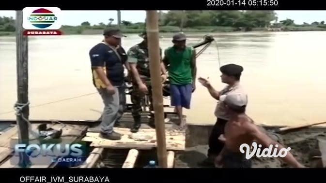 VIDEO: Petugas Gabungan Tertibkan Penambang Pasir Ilegal di Bengawan Solo Tuban
