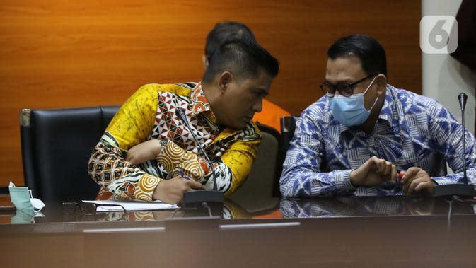 Deputi Penindakan KPK. Karyoto (kiri) saat menyampaikan rilis penahanan mantan Kepala Badan Pengembangan dan Pemberdayaan SDM Kesehatan Kemenkes, Bambang Giatno Rahardjo di Gedung KPK, Jakarta, Jumat (9/10/2020). (Liputan6.comHelmi Fithriansyah)