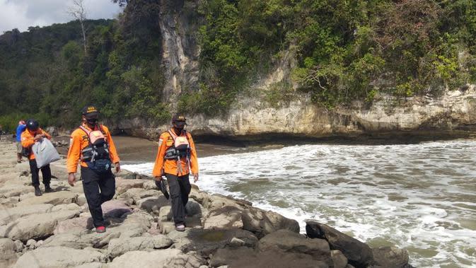 Pencarian mahasiswi yang hilang tenggelam di Pantai Logending, Kebumen. (Foto: Liputan6.com/Basarnas)