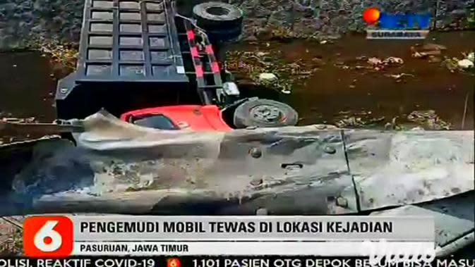 VIDEO: Mobil Keluar Jalur Tabrak Truk dan Motor di Pasuruan