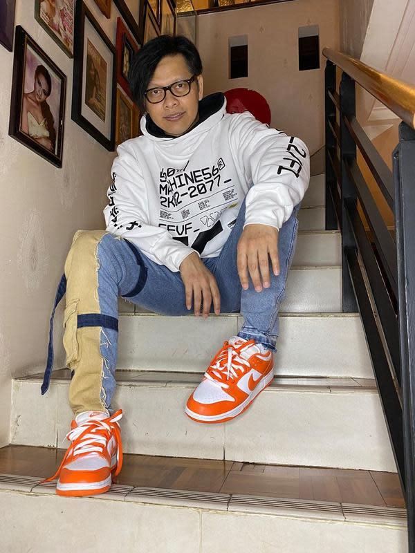 Suami Dewi Gita ini mengawali kariernya bermusik bersama grup band SMA 5 Bandung, Jawa Barat. Mereka memberanikan diri mengikuti festival pelajar se-Jawa dan Bali lalu keluar sebagai pemenang. Armand pun menjadi vokalis terbaik di festival tersebut. (Instagram/armandmaulana04)
