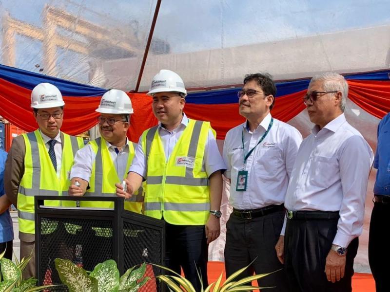 Transport Minister Anthony Loke Siew Fook (centre) officiates Johor Port Berhad's milestone volume handling of one million Twenty-Foot Equivalent Unit (TEU) for 2019 December 16, 2019. — Picture by Ben Tan