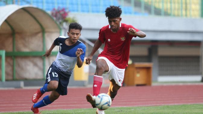 Timnas Indonesia U-16 mengalahkan SSB POR Uni Bandung dengan skor 2-0 pada laga uji coba yang digelar di Stadion Patriot Candrahaga, Bekasi, Jumat (14/8/2020). (dok. PSSI)