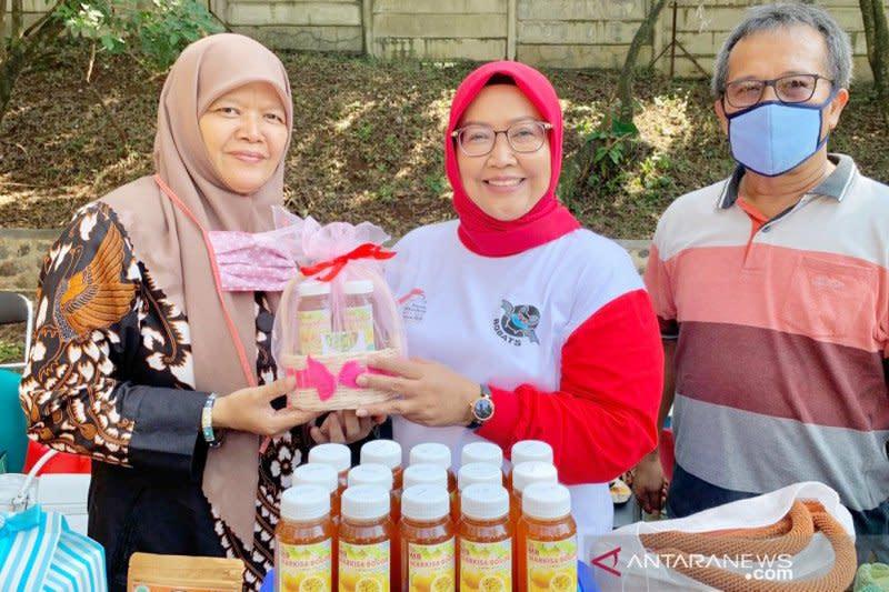 Ade Yasin beri kehormatan 10 pelaku UMKM terpilih di Bogor