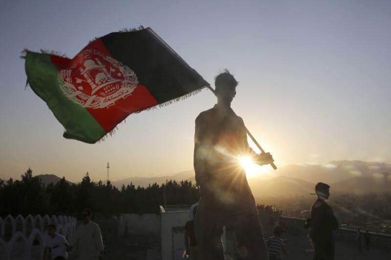 Pompeo menelpon pemimpin Taliban di tengah skandal hadiah