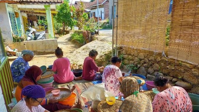 Membuka lapangan kerja baru lewat produk Kopi Lesung Arjuno.