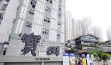 屯門寶田邨3單位大門防撞膠遭縱火 警緝狂徒