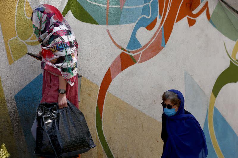 Coronavirus infections rise above 250,000 in Iran