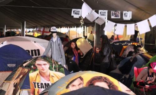 UPDATE: Twilight Fans Set Up Tent City For Monday's 'Breaking Dawn Part 2′ Premiere