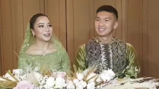 Kabar bahagia datang dari artis cantik Nikita Willy. Minggu (26/7/2020), ia resmi dilamar sang kekasih, Indra Priawan. Acara yang berlangsung di kawasan Darmawangsa, Jakarta Selatan ini hanya dihadiri keluarga terdekat saja. (Instagram/iam.nikilovers)