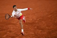 Djokovic berusaha balas Khachanov ketika Kenin buru posisi lebih tinggi di Paris