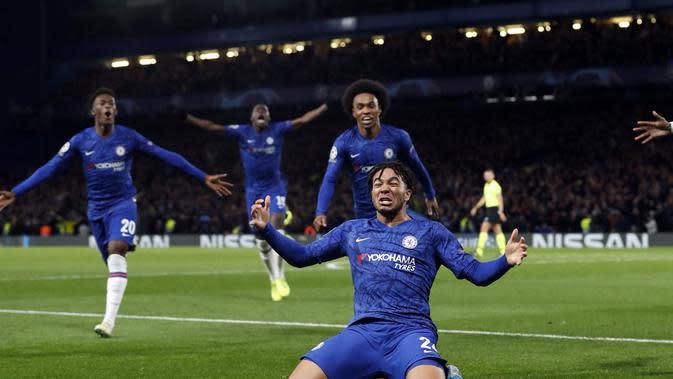 Pemain muda Chelsea, Reece James menjadi penyelamat timnya saat bertanding melawan Ajax Amsterdam pada laga lanjuutan Liga Champions, Rabu (6/11/2019). (Dok. Twitter/chelseafc)