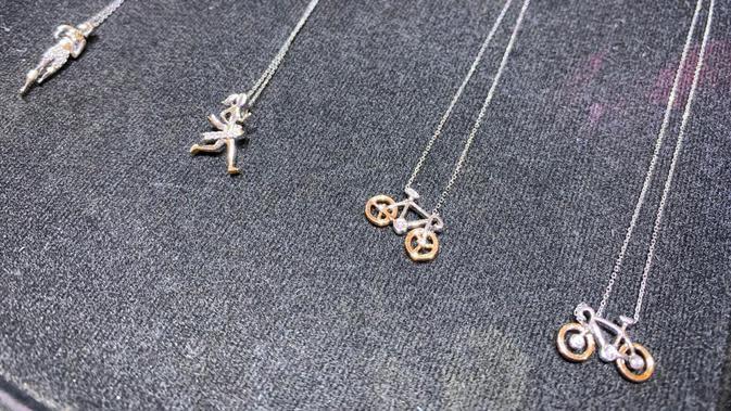 Passion Jewelery berkolaborasi dengan atlet triatlon Suzieboti menciptakan perhiasan bertema olahraga pertama