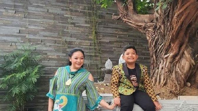 Putra dan istri Didi Kempot (Foto: Instagram/@saka_praja_dk)