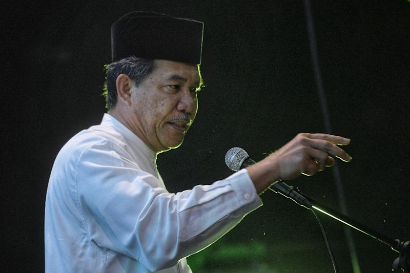 Umno deputy president Datuk Seri Mohamad Hasan asked why Lim has not stepped down from politics. — Picture by Shafwan Zaidon
