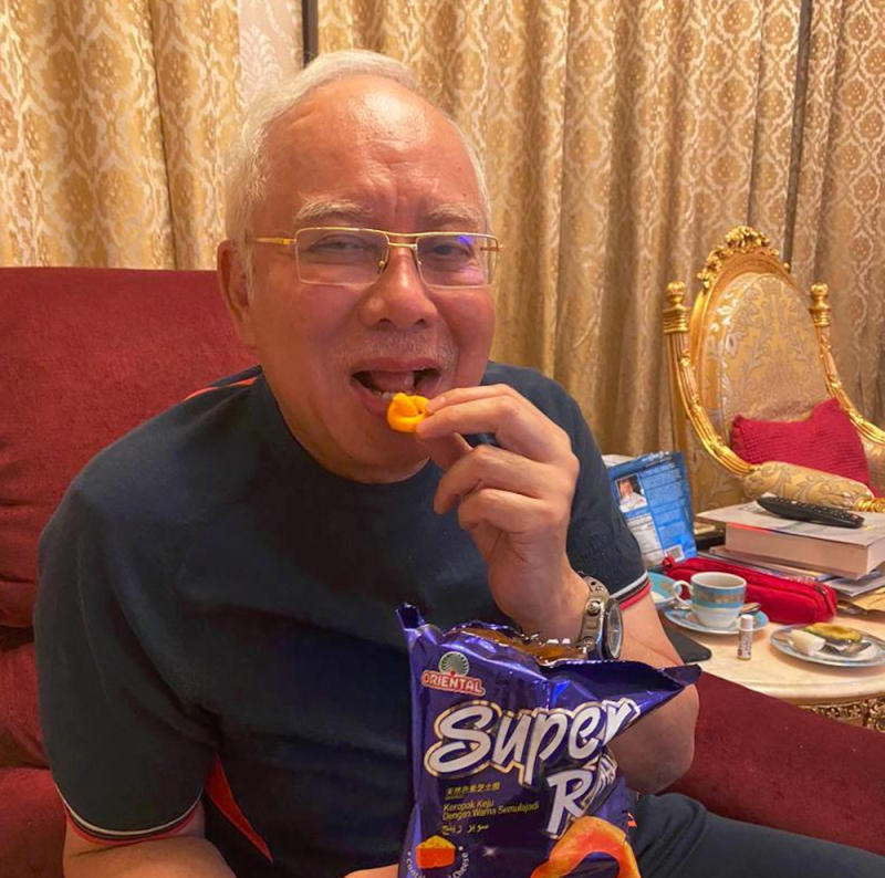 The former prime minister seemed to gloat over Bersatu's announcement of Tun Dr Mahathir Mohamad's sacking along with four other MPs. — Picture from Facebook/Najib Razak