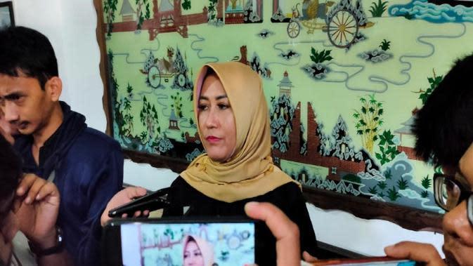 Kadinkes Kabupaten Cirebon Enny Suhaeny menyebutkan jumlah ODP dan PDP didominasi usia produktif. Foto (Liputan6.com / Panji Prayitno)