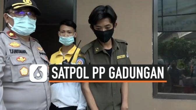 VIDEO: Hindari Razia Pengunjuk Rasa, Pelajar Menyamar jadi Satpol PP