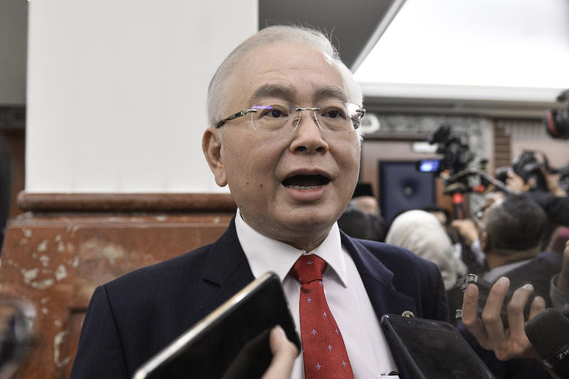 Datuk Seri Wee Ka Siong speaks to reporters in Parliament after the tabling of Budget 2020 on October 11, 2019. — Picture by Miera Zulyana