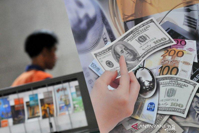 Dolar sedikit menguat, terangkat data pekerjaan AS