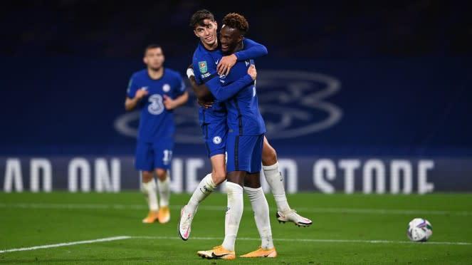 Pemain Chelsea merayakan gol