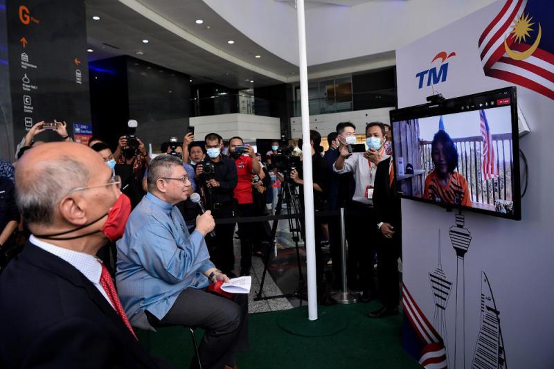 Veveonah Mosibin seen in a video call with Communications and Multimedia Minister Datuk Saifuddin Abdullah in Kuala Lumpur, August 21, 2020. — Bernama pic