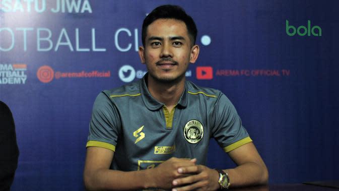 Teken Kontrak Bersama Arema FC, Taufik Hidayat Langsung Diperkenalkan