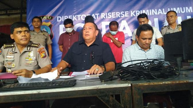 Polda Riau dalam konfrensi pers penangkapan pelaku judi online di dua warnet di Pekanbaru. (Liputan6.com/M Syukur)
