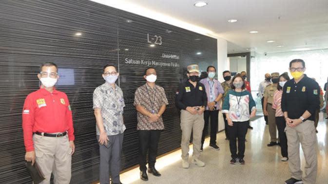 Tim Ditjen Binwasnaker dan K3 Kemnaker meninjau kesiapan penerapan protokol kesehatan di gedung perkantoran bank swasta nasional yang berada di kawasan Grand Indonesia, Jalan MH Thamrin, Jakarta, hari Senin (10/8/2020).