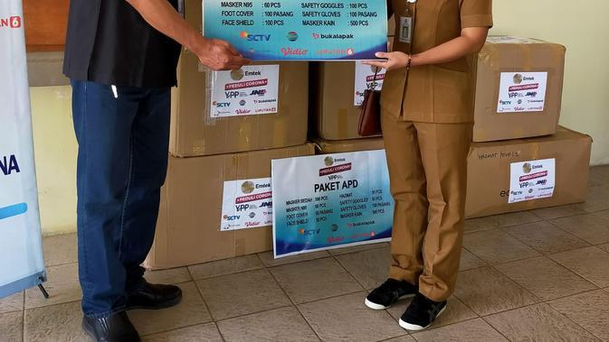 Penyerahan Alat Pelindung Diri (APD) Oleh Kepala Stasiun Transmisi Indosiar & SCTV Bali Kepada RSU Bangli. (EMTEK)
