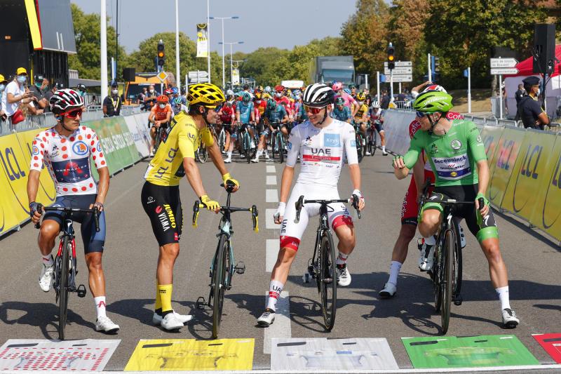 Tour de France 2020 - 107th Edition - 19th stage Bourg-en-Bresse - Champagnole 166,5 KM - 18/09/2020 - Richard Carapaz (ECU - Team Ineos) - Tadej Pogacar (SLO - UAE - Team Emirates) - Primoz Roglic (SLO - Team Jumbo - Visma) - Sam Bennett (IRL - Deceuninck - Quick Step) - photo Luca Bettini/BettiniPhoto©2020