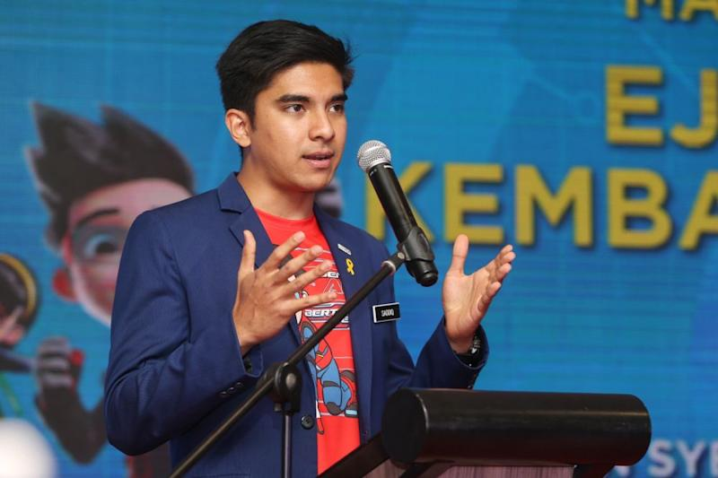 Youth and Sports Minister Syed Saddiq Syed Abdul Rahman speaks during a back-to-school event at Mydin USJ, Subang Jaya November 19, 2019. — Picture by Choo Choy May