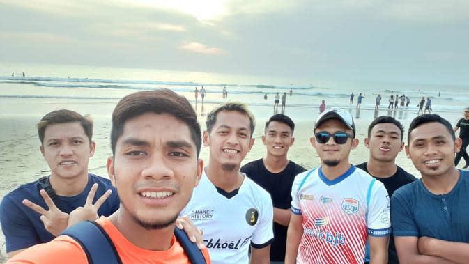 Jelang Semifinal Liga 2 2019, Pemain Sriwijaya Pelesir di Pantai Seminyak