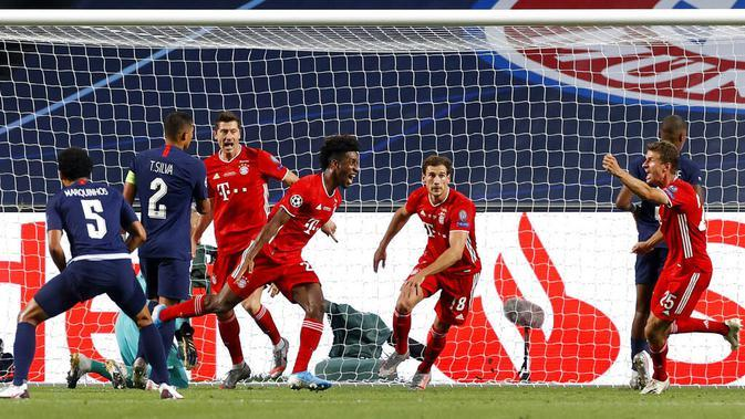 Pemain Bayern Munchen, Kingsley Coman, melakukan selebrasi usai mencetak gol ke gawang Paris Saint-Germain (PSG) pada laga final Liga Champions di Stadion The Luz, Portugal, Senin (24/8/2020). Bayern Munchen menang 1-0 atas PSG. (Matthew Childs/Pool via AP)