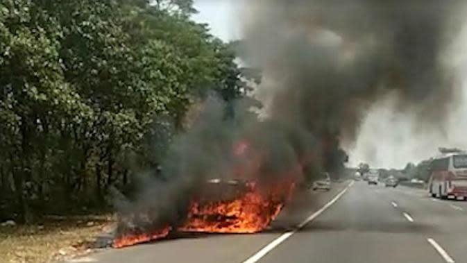 ilustrasi mobil terbakar. (Foto: Liputan6.com/Abremena)