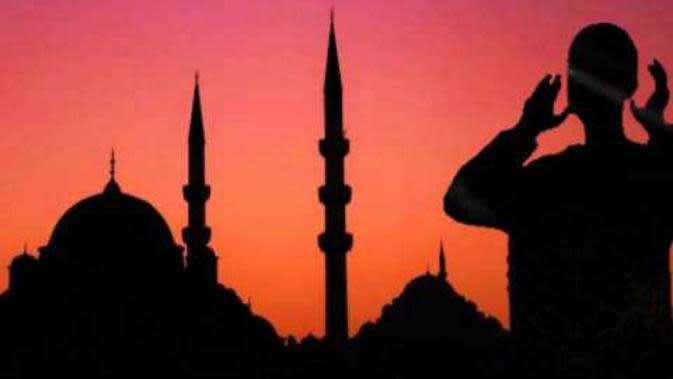 Usai mengumandangkan azan subuh, Ahmed Hikmi terjatuh dan meninggal dunia.