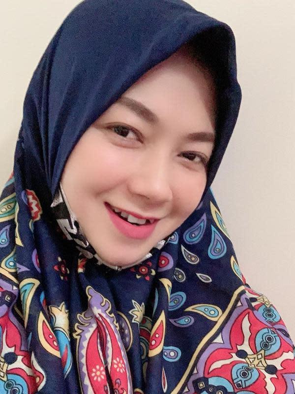 Ratna Antika memulai karier menyanyi dari panggung ke panggung bersama beberapa orkestra Melayu seperti OM Monata, New Pallapa, dan Sera. Pembawaannya yang ceria dan suaranya yang merdu membuat kariernya makin bersinar. (Liputan6.com/IG/@ratnaantikamonata_rafcreal_new)