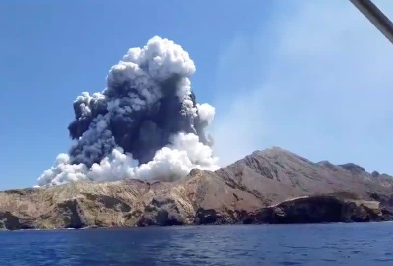 Selandia Baru luncurkan penyelidikan kriminal ke dalam letusan gunung berapi yang mematikan