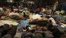 黨內左派施壓 拜登宣布擴張難民收容