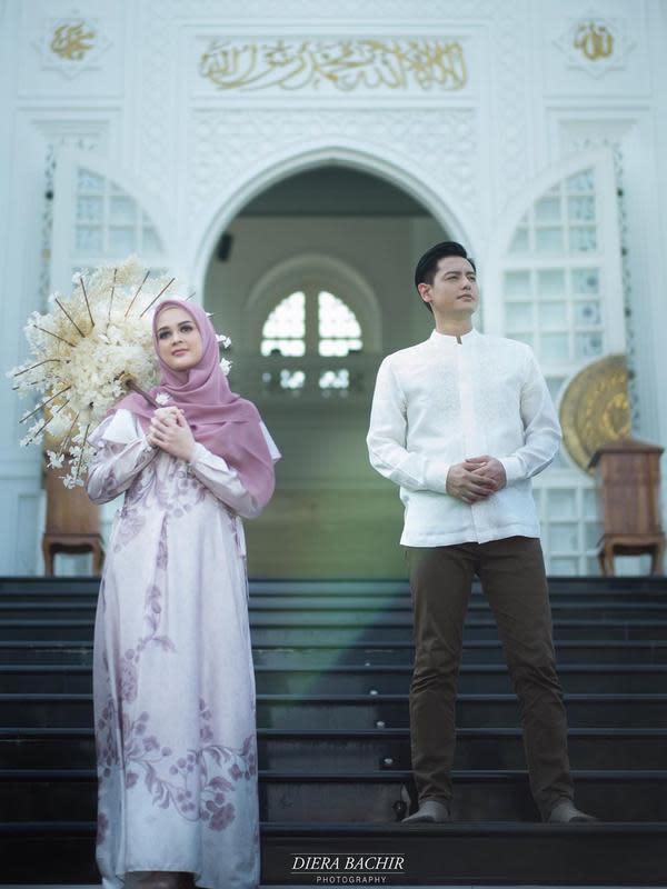 Tentu hal yang menyenangkan bagi Cut Meyriska dan Roger Danuarta bisa melalui bulan Ramadhan tahun 2020 ini bersama. Meskipun suasana terasa berbeda karena adanya pandemi covid-19 ini. (Instagram/cutratumeyriska)