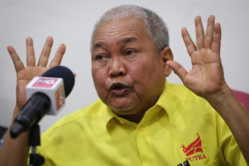 Putra president Datuk Ibrahim Ali today lambasted Environment and Water Minister Datuk Tuan Ibrahim Tuan Man for saying it will take about 30 years to resolve Kelantan's water woes. — Picture by Yusot Mat Isa