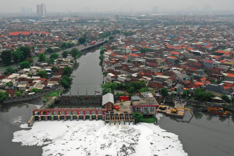 Upaya Pemkot Surabaya antisipasi banjir