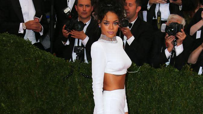 Rihanna Setop Produki Fenty Beauty untuk Dukung Black Lives Matter