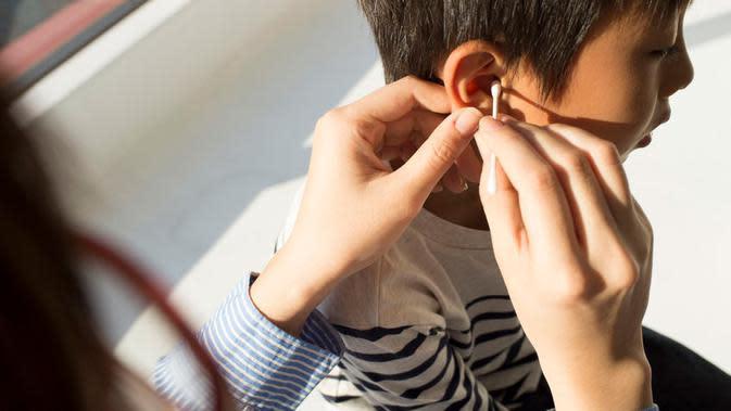 Amankah Bersihkan Telinga dengan Cotton Bud?