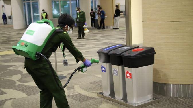 Cegah Virus Corona, Bandara Ngurah Rai Lakukan Desinfeksi Fasilitas
